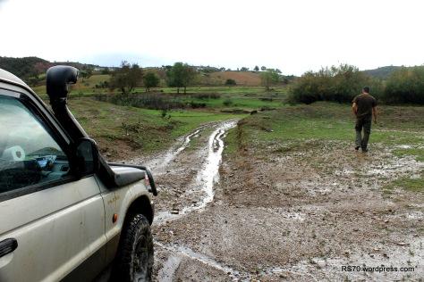 Passagem da ribeira de Odelouca. Há que inspeccionar antes para depois não haver dissabores.